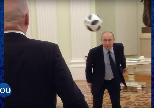 Putin and Infantino mint a ball