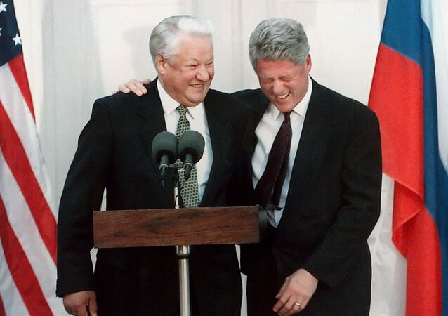 US President Bill Clinton (R) laughing with Russian President Boris Yeltsin during a press conference after their meeting at Hyde Park 23 October 1995