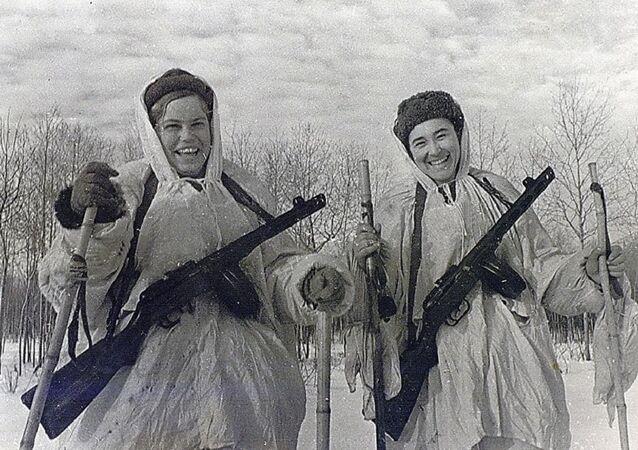 Paratroopers, order bearers Galina Metlyaeva and Evgenia Leonova