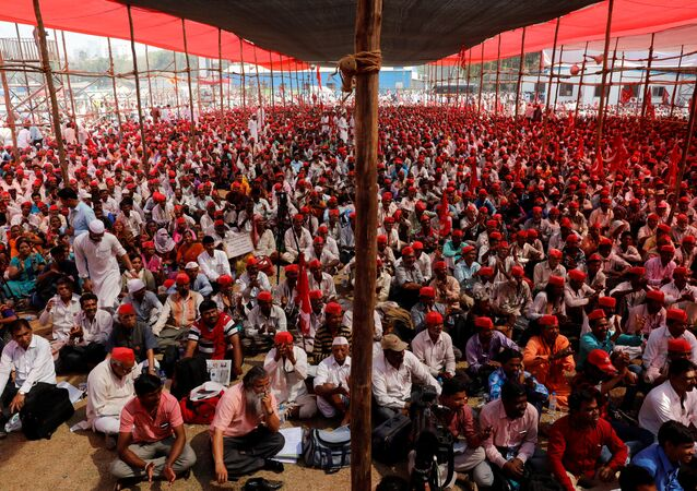 Farmers listen to a speaker at a rally organised by All India Kisan Sabha (AIKS) in Mumbai, India March 12, 2018