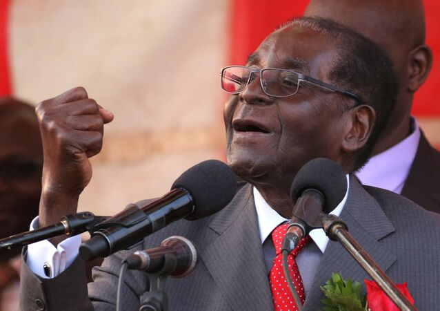 President of Zimbawe Robert Mugabe gestures as he addresses supporters of his ruling ZANU (PF) party (File)