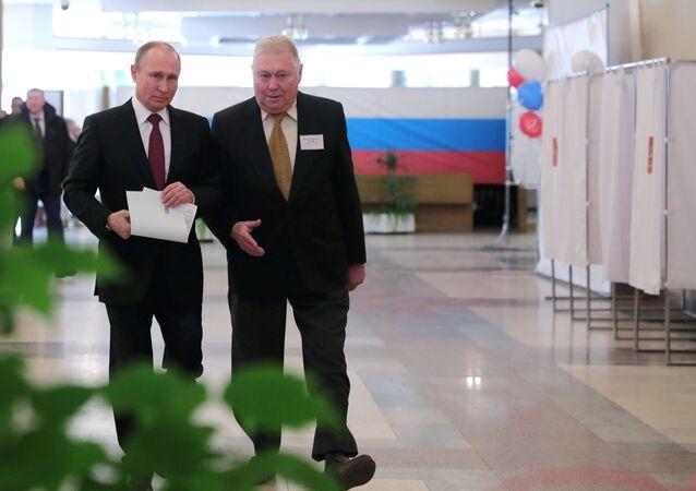 Президент РФ В. Путин принял участие в голосовании на выборах в президента РФ