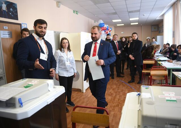 Russian presidential candidates vote
