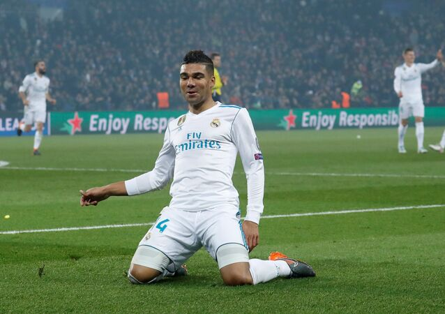 Soccer Football - Champions League Round of 16 Second Leg - Paris St Germain vs Real Madrid - Parc des Princes, Paris, France - March 6, 2018 Real Madrid's Casemiro celebrates scoring their second goal