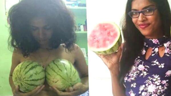 Water Melon Protest: Kerala Women Bare Breasts Protest Against Professor's Sexist Remark - Sputnik International