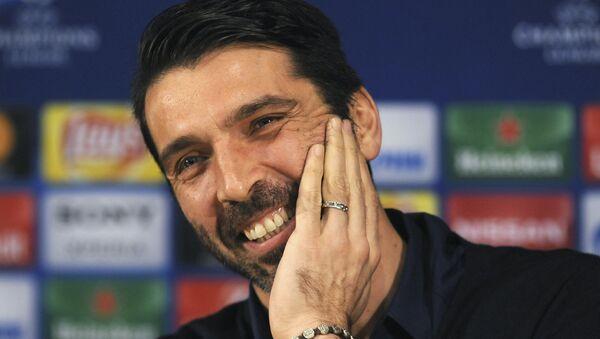 Juventus goalkeeper Gianluigi Buffon smiles during a news conference at the Dragao stadium in Porto, Portugal. (File) - Sputnik International