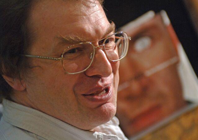 Sergei Mavrodi presenting his new book Temptation at Bookkafe.