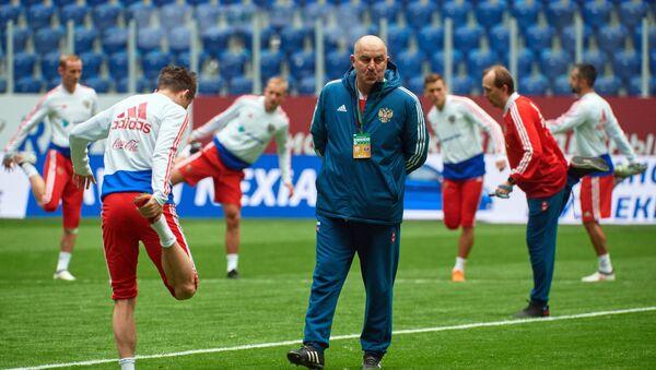 Head coach of the Russian national football team Stanislav Cherchesov during a training session prior to a friendly match against France - Sputnik International