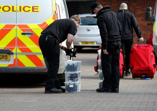 Police officers prepare equipment as inspectors from the Prohibition of Chemical Weapons (OPCW) begin work at the scene of the nerve agent attack on former Russian agent Sergei Skripal, in Salisbury, Britain March 21, 2018