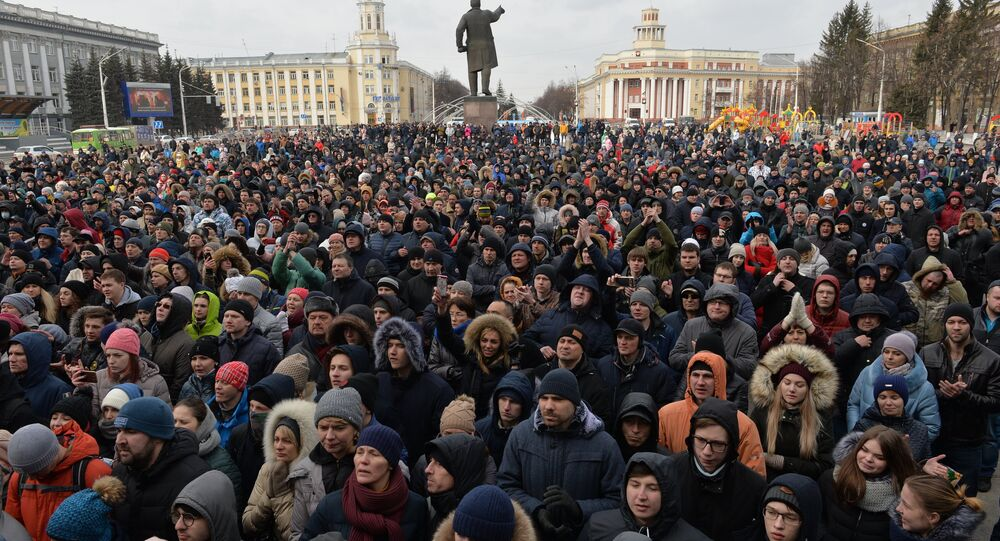 Participants in a spontaneous rally in memory of those killed in a fire at the Zimnyaya Vishnya shopping mall, in front of the Kemerovo administration building on Sovetov Square