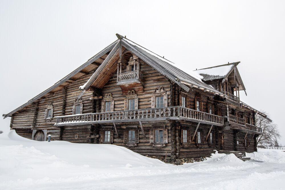 Oshevnev's House From One of Kizhi's Villages