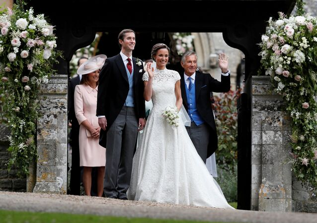 David Matthews (right) waves to well-wishers at the wedding of his son James Matthews and Pippa Middleton at St Mark's Church in Englefield, Britain, May 20, 2017.