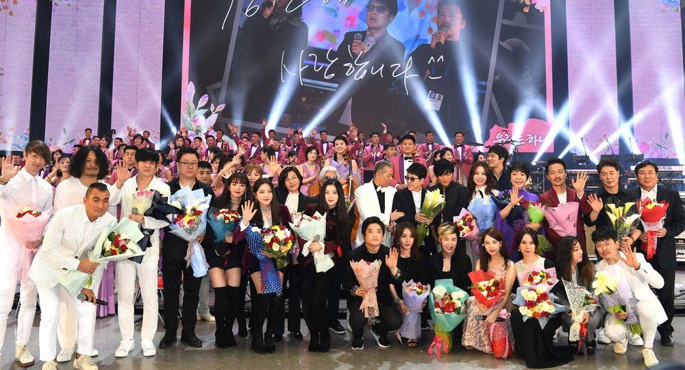 South Korean artists take a group photo after performing at the Ryugyong Jong Ju Yong Gymnasium in Pyongyang, North Korea April 3, 2018