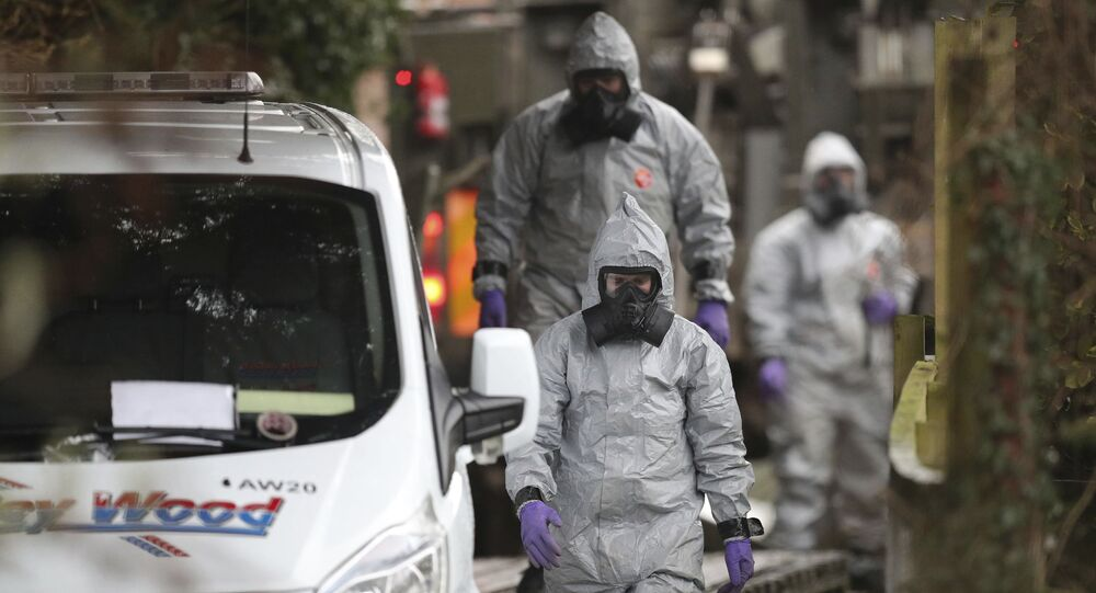 Investigators in protective clothing remove a van from an address in Winterslow, Wiltshire, as part of their investigation into the nerve-agent poisoning of ex-spy Sergei Skripal and his daughter, in England,March 12, 2018
