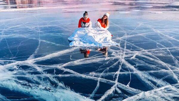 Stunning Views of Frozen Lake Baikal - Sputnik International