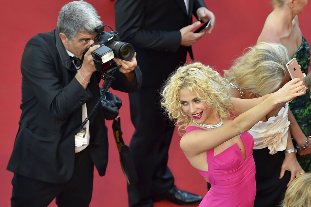 When Selfies Were Allowed: Best Glimpses of Cannes Festival Before Ban