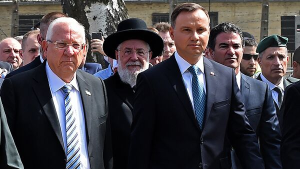 Poland's President Andrzej Duda (R) and Israel's President Reuven Rivlin (L) attend the March of the Living, a yearly Holocaust remembrance march between the former death camps of Auschwitz and Birkenau, in Oswiecim - Sputnik International