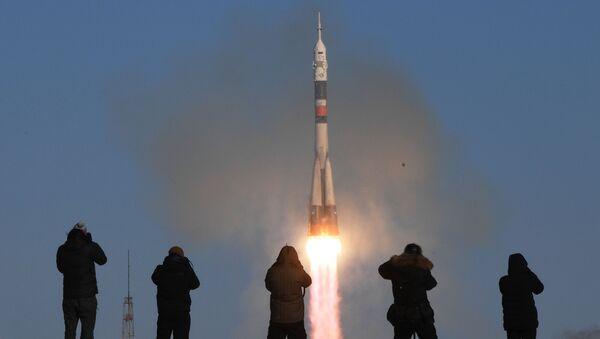 A Soyuz-FG rocket launches the Soyuz-MS-07 manned spacecraft from the Baikonur Space Center - Sputnik International