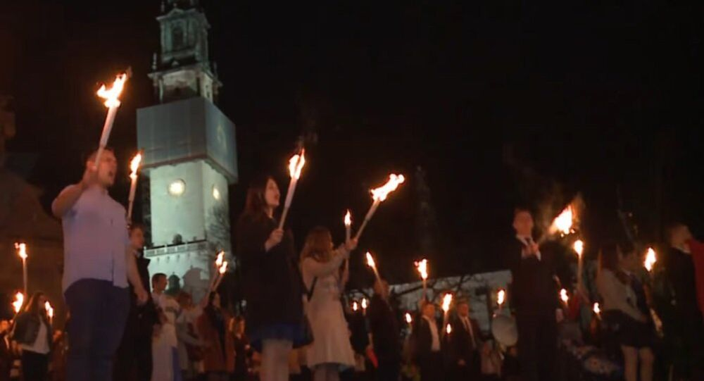 Poland: Far-right nationalists hold torchlight procession at holy site