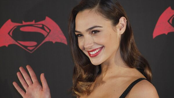 Israeli actress Gal Gadot poses for photos during a press conference to promote the movie: Batman v Superman: Dawn of Justice in which she plays the roles of super heroine Wonder Woman, and secret alter-ego Diana Prince, in Mexico City, 19 March 2016 - Sputnik International