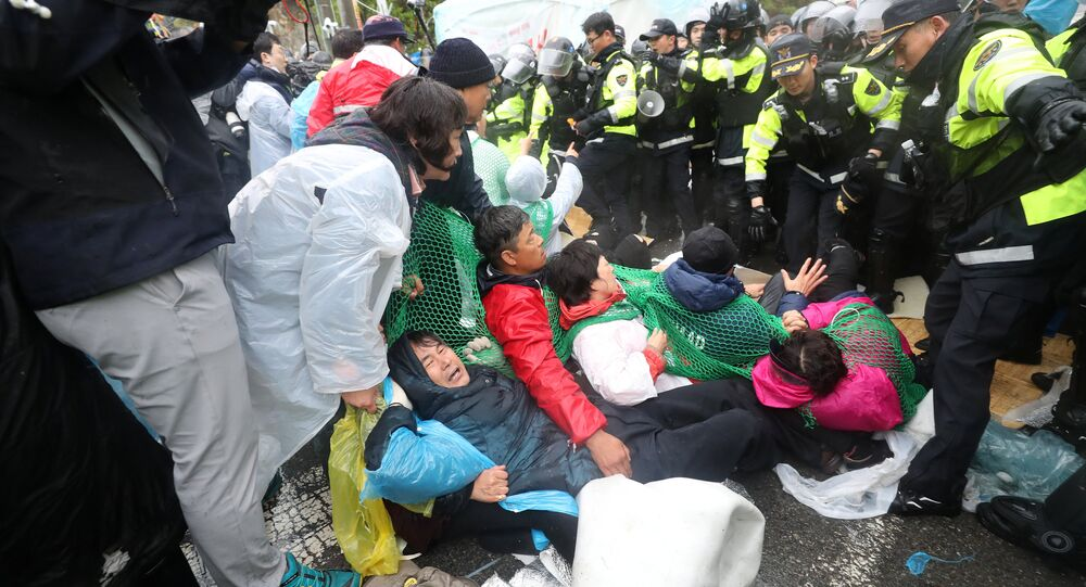 South Korean police officers attempt to disperse residents taking part in an anti-THAAD (Terminal High Altitude Area Defense) protest in Seongju, South Korea, April 23, 2018.