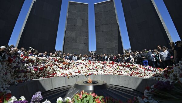 The ceremony of laying flowers at the eternal flame at the Armenian Genocide Victims Memorial in Yerevan - Sputnik International