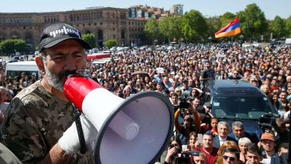 Armenian opposition leader Nikol Pashinyan addresses supporters during a rally in Yerevan, Armenia April 25, 2018 - Sputnik International