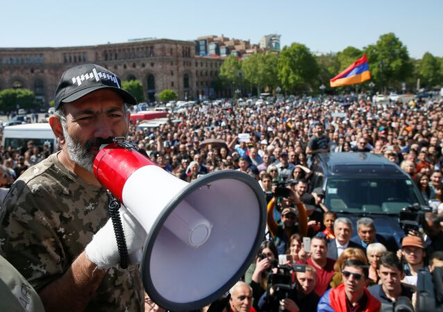 Armenian opposition leader Nikol Pashinyan addresses supporters during a rally in Yerevan, Armenia April 25, 2018