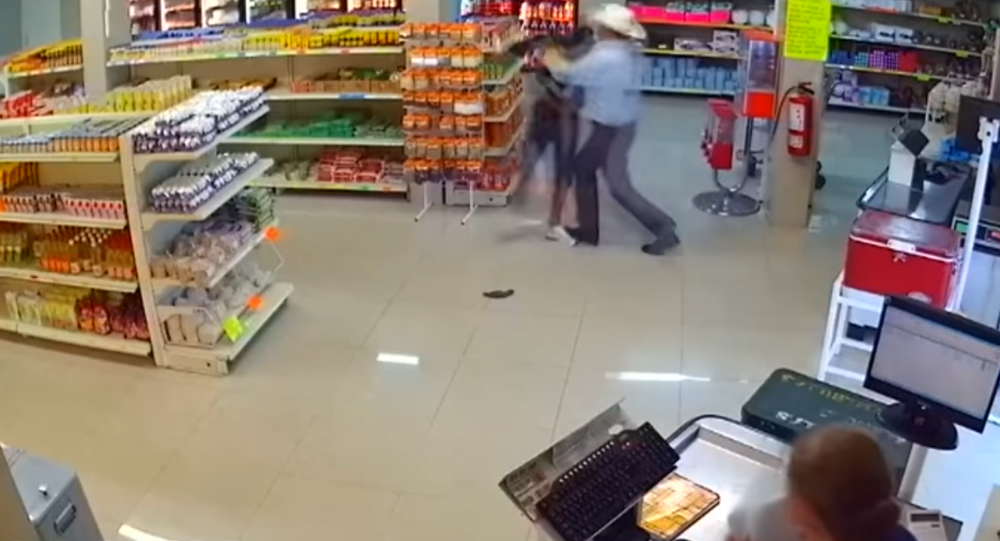 A robber disarmed by a customer in Mexico