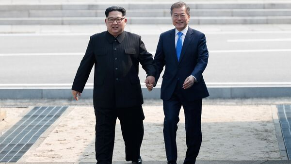 South Korean President Moon Jae-in and North Korean leader Kim Jong Un attend a welcoming ceremony in the truce village of Panmunjom inside the demilitarized zone separating the two Koreas, South Korea, April 27, 2018. - Sputnik International