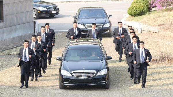 Security personnel accompany a vehicle transporting North Korean leader Kim Jong Un at the truce village of Panmunjom inside the demilitarized zone separating the two Koreas, South Korea, April 27, 2018 - Sputnik International