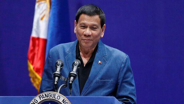 Philippine President Rodrigo Duterte addresses an event with Filipino community in Hong Kong, China April 12, 2018 - Sputnik International