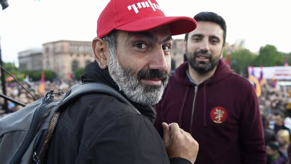 Leader of the My Step opposition movement Nikol Pashinyan, left, at a rally on Republic Square in Yerevan - Sputnik International