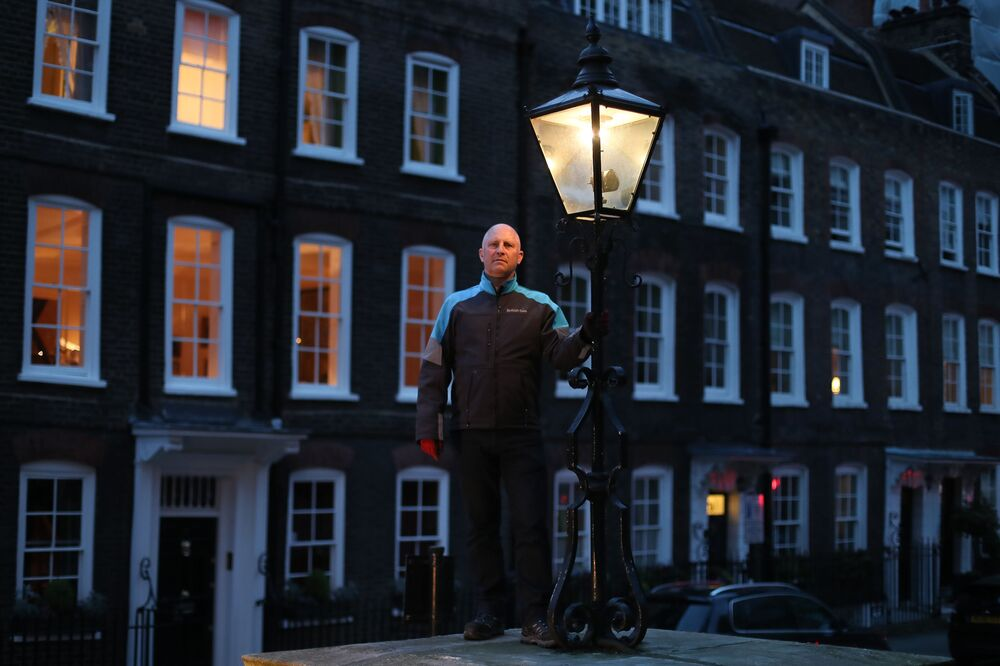 Gas Lamp Lighter Engineer From London