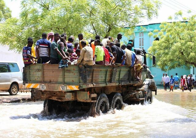 AMISOM and Somali national security forces evacuate flood victims in Belet Weyne