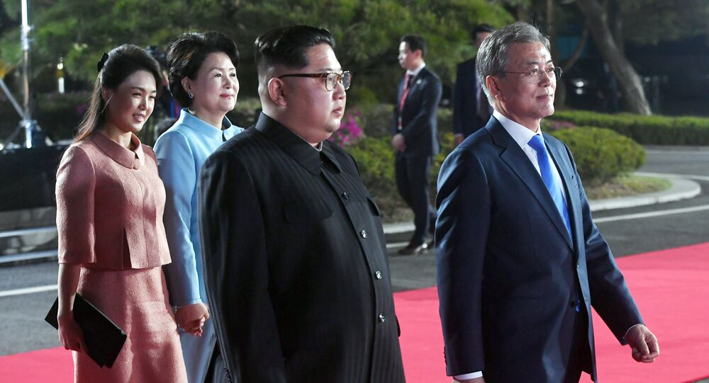 South Korean President Moon Jae-in, North Korean leader Kim Jong Un, Kim's wife Ri Sol Ju and Moon's wife Kim Jung-sook attend a farewell ceremony at the truce village of Panmunjom inside the demilitarized zone separating the two Koreas, South Korea, April 27, 2018