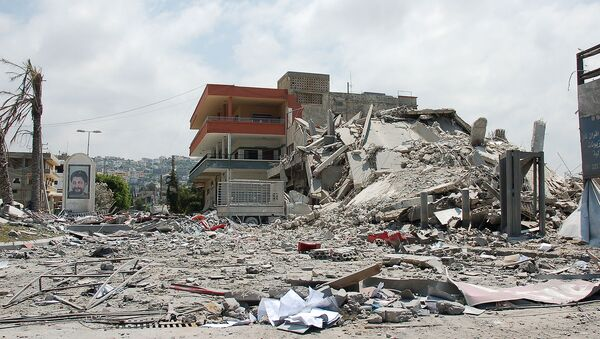 Building bombed by Israeli forces in Ghaziyeh on the road out of Sidon, south Lebanon during 2006 war. - Sputnik International
