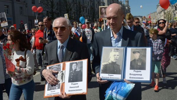 Participants of the action An immortal regiment in Moscow - Sputnik International