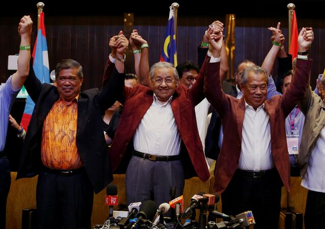 Mahathir Mohamad, former Malaysian prime minister and opposition candidate for Pakatan Harapan (Alliance of Hope) reacts during a news conference after general election, in Petaling Jaya, Malaysia, May 9, 2018