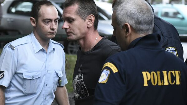 A Russian man identified as Alexander Vinnik, center, is escorted by police officers to the courthouse at the northern Greek city of Thessaloniki on Friday, Sept. 29, 2017 - Sputnik International