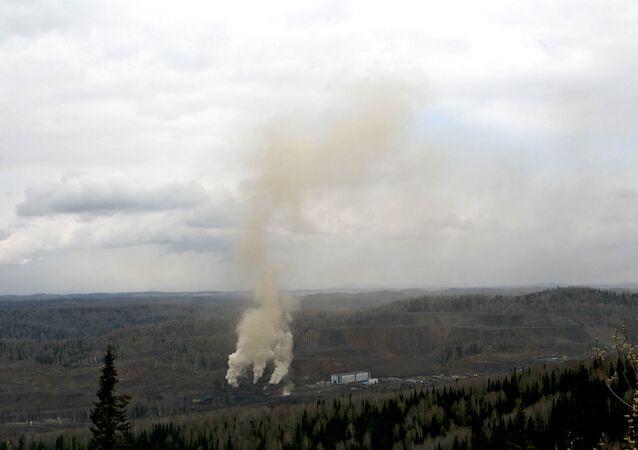 Smoke from the Raspadskaya mine in Kemerovo Region (File)