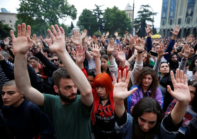 Protesters attend a rally against the Georgian authorities' anti-drug policy following the recent police raids at several local nightclubs near the building of parliament in Tbilisi, Georgia May 12, 2018