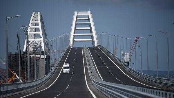 Crimean bridge opens for automobile transport - Sputnik International