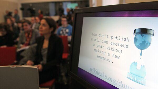 A computer screen shows a WikiLeaks logo (File) - Sputnik International