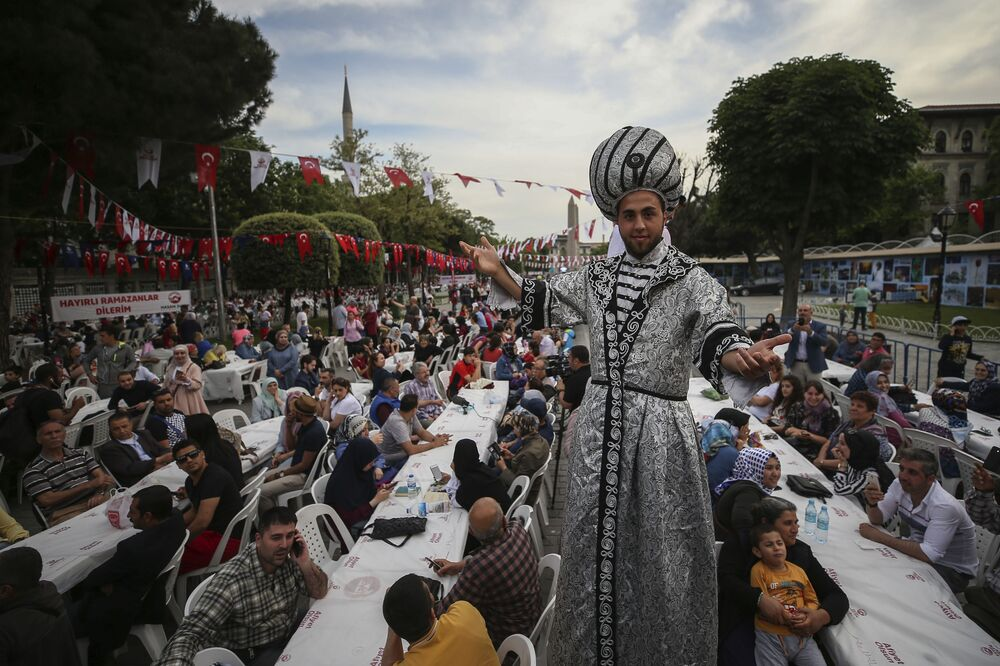 Beginning of Holy Month of Ramadan Across the Globe in Photos