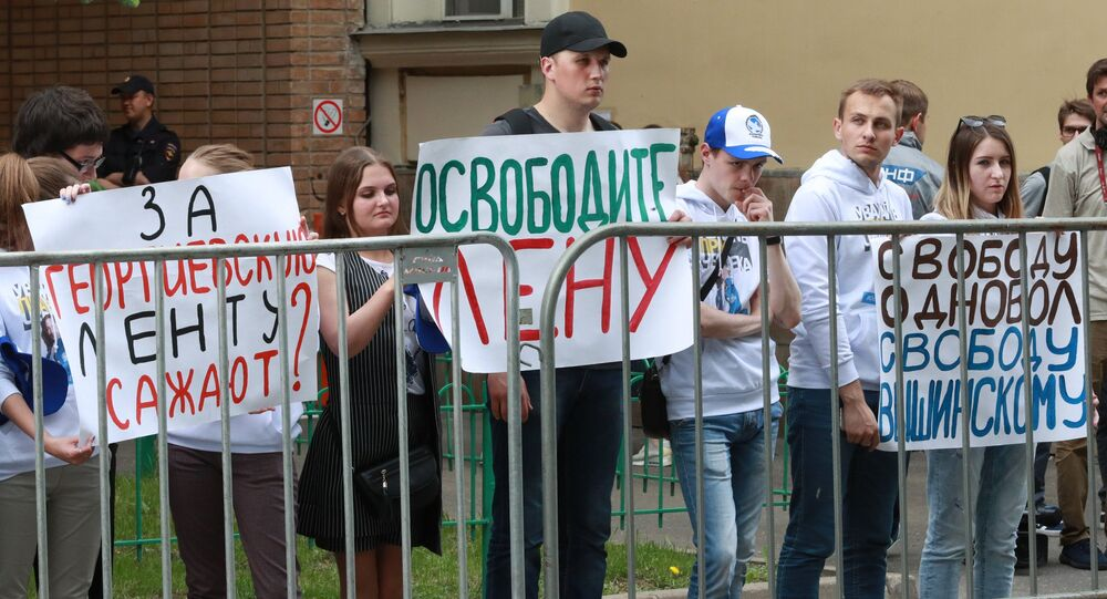 Action at the building of Embassy of Ukraine in Moscow in support of the journalist Kirill Vyshinsky and the coordinator of the movement Volunteers of a Victory Elena Odnovol