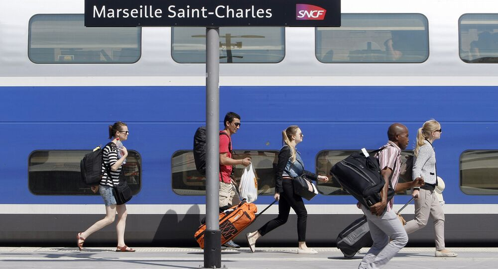 Passengers run along a platform at the Gare St-Charles station in Marseille, southern France (File)