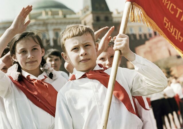 Nostalgia: Soviet Pioneers' Day Back in USSR