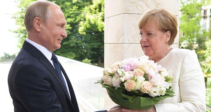 Putin gives Chancellor Merkel flowers, May 21, 2018