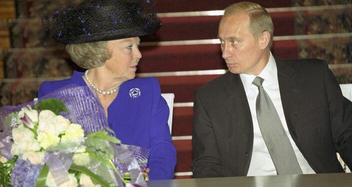President Putin and Queen Beatrix of the Netherlands, June 2001.